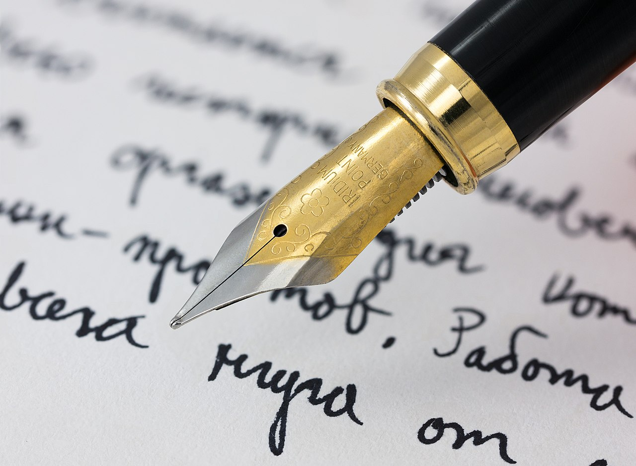 1280px-Fountain_pen_writing_(literacy)